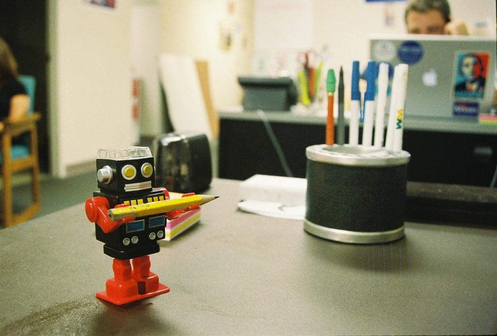 tabletop assistant/ MattHurst via Flickr CCLicence By